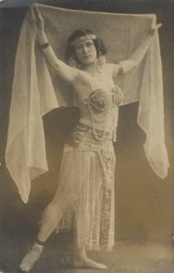 A lady from 1914 demonstrates the Tasteful Veil